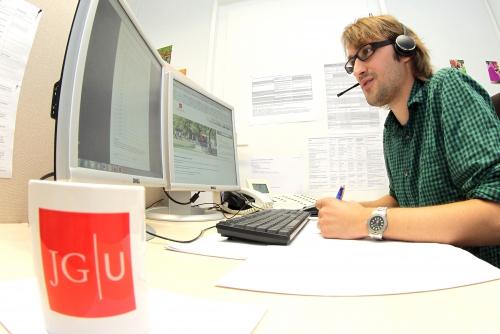 JGU_studierendenservice_hotline_01.jpg